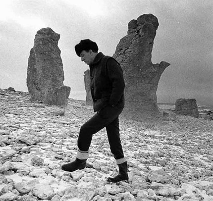Ingmar Bergman on Fårö among the rauks, 1976. Photo: Leif Engberg.